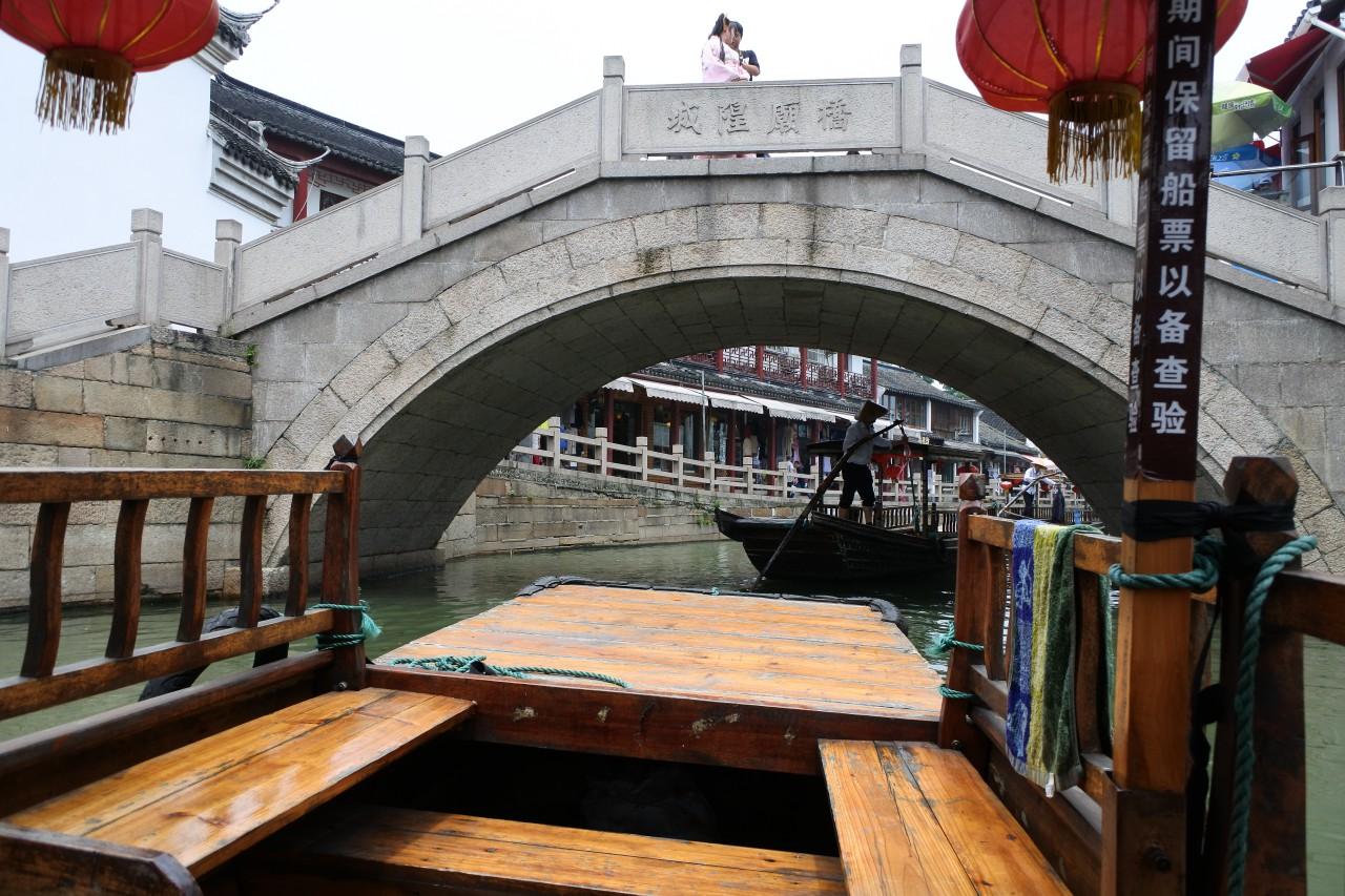渡し船から見る橋